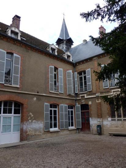 ecole-jeanne-d-arc-la-cour-interieure-bis.jpg