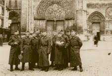 guerre-juin-40-all-devant-la-cath-bis.jpg