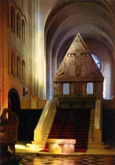 l-interieur-de-la-chapelle.jpg