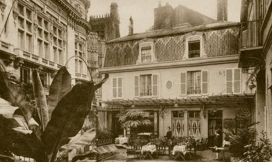 la-terrasse-de-l-hotel-dans-les-annees-1900-bis.jpg
