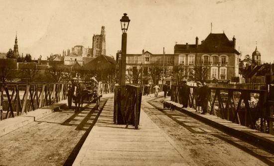 le-pont-d-yonne-lors-de-sa-reconstruction-bis.jpg