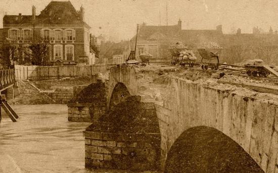 le-vieux-pont-en-demolotion-le-21-janvier-1910-coll-sas-bis.jpg