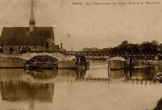le-vieux-pont-et-la-passerelle-provisoire-coll-sas-bis.jpg