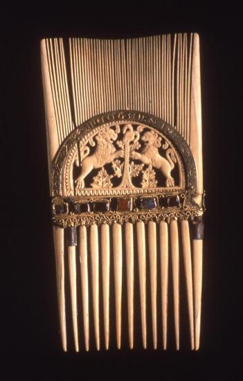 peigne-liturgique-de-st-loup-coll-tre-cathe-jp-elie-7-sieclemusee-de-sens.jpg